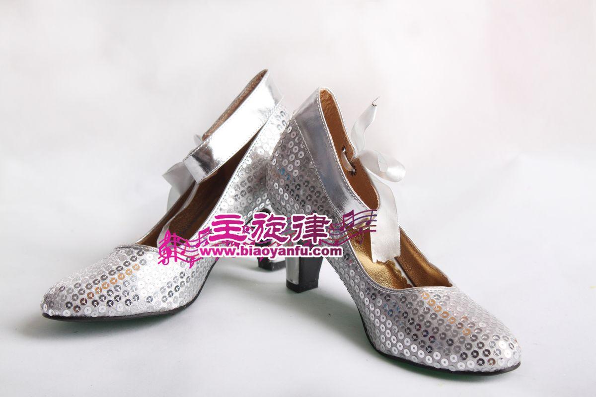 银色带子鞋子